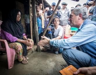 UNHCR High Commisioner Filippo Grandi meets with Masoota Hatu, 55.  © UNHCR/Roger Arnold