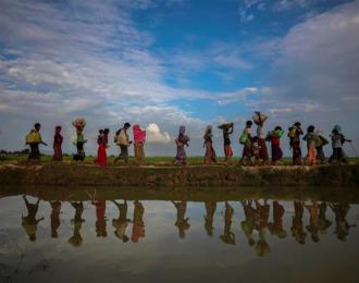 Rohingya refugees flee from Myanmar into Palang Khali, near Cox's Bazar, Bangladesh on November 2, 2017 [Reuters/Hannah McKay]